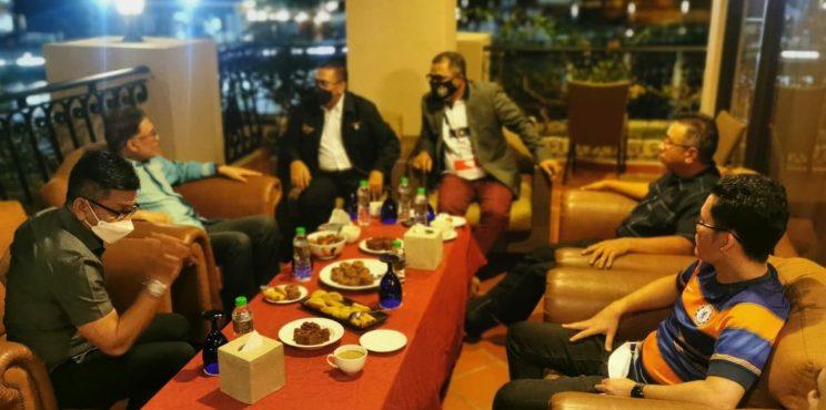 Tular gambar Anwar bertemu 4 Adun Melaka, ini sebenarnya yang belaku